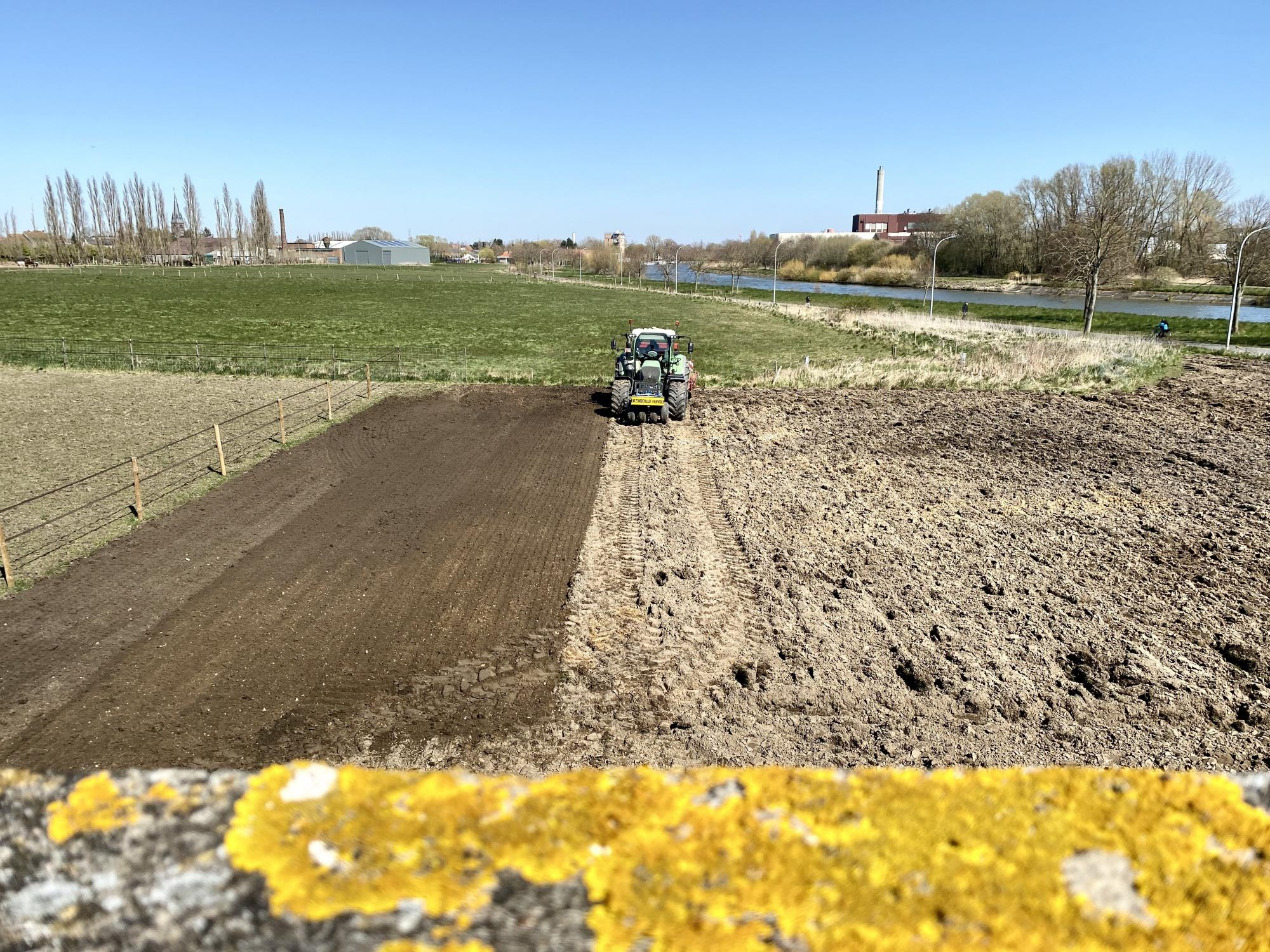The sowing of the field next to Roterij Sabbe